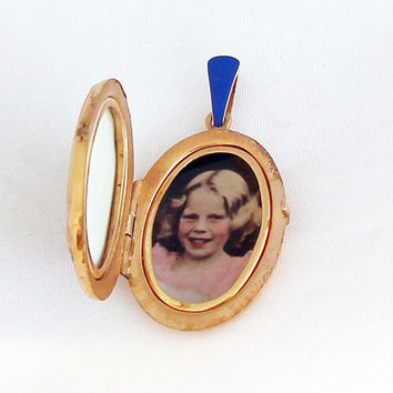 1940s Art Nouveau German Oval Locket Vintage Medallion Portrait Photo with Chain