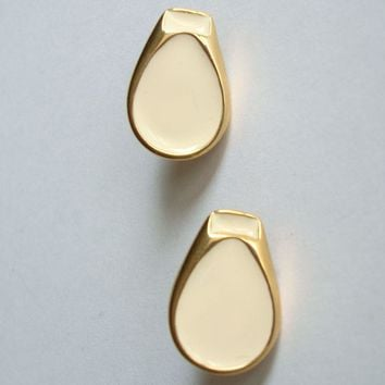 Beige Poured Enamel Clip On Earrings Teardrop Shaped Goldtone Jewelry