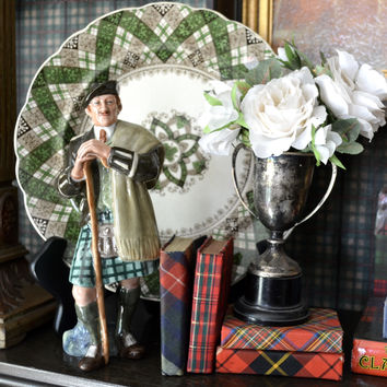 Vintage Royal Doulton Scottish Figurine The Laird in full Tartan Plaid Kilt