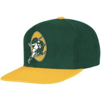 Mitchell & Ness Green Bay Packers Throwback XL Logo 2T Snapback Hat - Green/Gold