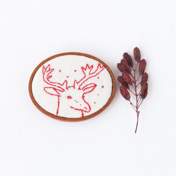 Woodland deer brooch pin wood framed - Textile Christmas animal jewelry - Minimalist modern pin - white red fawn