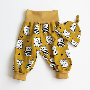 Organic baby harem pants and knot hat set with cats. Soft jersey knit with cat pattern. Knotted hat and baggy pants. Mustard yellow