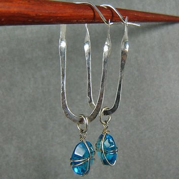 Rectangle Sterling Silver Hoop Earrings with Aqua Green Crystal-Hammered-Shinny Silver Earrings-Wire Wrapped Earrings-Hand Forged Jewelry