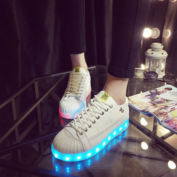Korean Low-cut Round-toe Noctilucent Couple LED Lightning Shoes [4964958788]