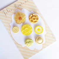7 buttons vintage yellow antic button