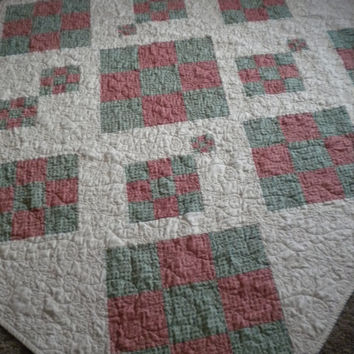 Red Green Christmas Quilt, holiday lap throw quilt, christmas blanket, christmas quilted throw, primitive country quilt, holiday blanket