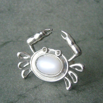 Crab ring with white