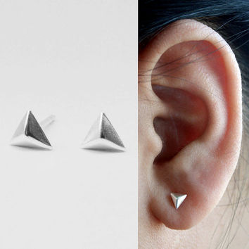 Silver Triangle Stud Earrings. Geometric Pyramid Stud Earrings. Tiny Earrings. Minimalist stud Earrings
