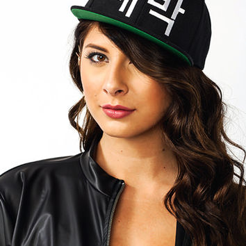 Awesome-In-Korea-Snapback BLACKWHITE - GoJane.com