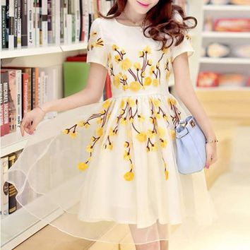 Streetstyle  Casual Yellow Flowers Embroidery Short Sleeve High Quality Homecoming Cute Dress
