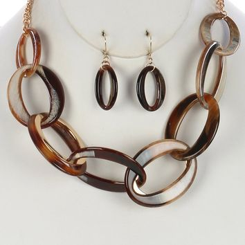 Turtoise Lucite And Chunky Link Bib Necklace Set