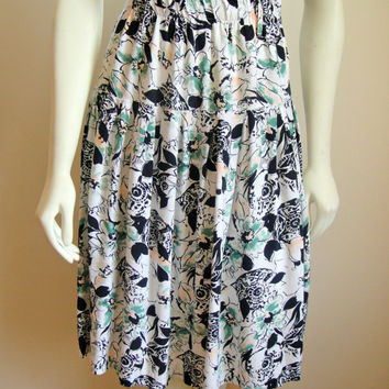 1980's 80's. Floral Watercolor Skirt. Abstract. Boho. Gathered Skirt. Flare. White Black Green Peach. Extra Small XS
