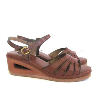 Vintage 1970s sandals. wedge sandals. wooden cut out heels. size 8