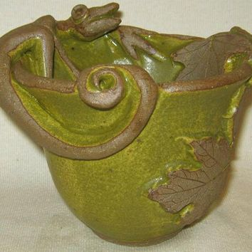 HANDMADE POTTERY / Lizard Bowl / Mossy Green / Candy Dish / Appetizer Dish / Party Dish