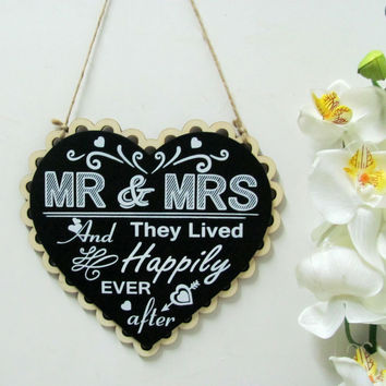 "1pcs Wooden Heart Wedding Sign "" MR & MRS And They Lived Happily Ever After"" Wedding hanging"