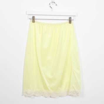 Vintage 70s Pastel Pale Yellow Ivory Lace Slip Skirt 1970s Lightweight Negligee Undergarment Knee Length Light Foundation Garment S M Medium
