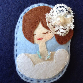 Bride with a white Flower Felt Brooch with Pearl Necklace, Fabric Brooch, Embroidered Felt Brooch