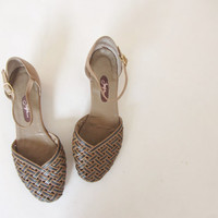 woven leather ankle strap flats . tan summer sandal shoe .size 7M