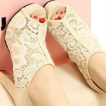 Elegant Hollow Lace Shoes in Apricot