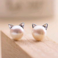 Pearl Earrings Kitty Cat Designed