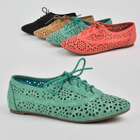 New Women Oxfords Loafers Flat Shoes with Circular Cut Out Design Nature Breeze