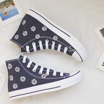 CREYON hand painted shoes converse white flowers lovely floral cute dark blue little daisy