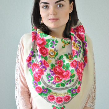 Big Vintage shawl, Ukrainian shawl, Wool floral scarf, White shawl, Made in USSR, Babushka scarf, head scarf ,beautiful Shawl, Ukraine style
