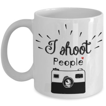 I Shoot People Vintage Camera Mug, Photography Gag Gifts for Photographers, Gifts for Coffee Lovers, with Funny Quote, 11oz