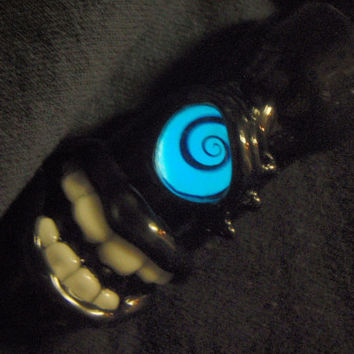 Cyclops chillum with glow in the dark spiral eye