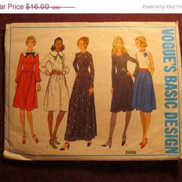 SALE Complete 1970's Vogue Basic Design Sewing Pattern, 2659! Size 14 Sml/Medium/Women's/Misses/Below Knee Length Casual Dresses/Collared Dr