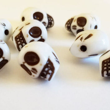 7 acrylic sugar skull beads skull beads plastic beads white beads lot 10mm x 12mm beads skeleton beads
