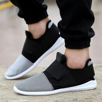 Fashion Online Fresh Air Mesh Fabric Mens Loafers Black White Color Cloth Patchwork Leisure Canvas Shoes For Mans Cool Walk Shoes