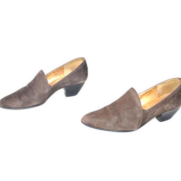 size 7.5 POINTY toe western shoes vintage 1980s 80s brown SUEDE pointed toe MINIMAL slip on cuban heel pumps