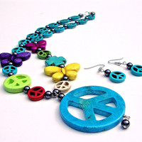 Colorful Peace Sign Pendant Necklace set, Chunky Blue Beaded Peace Sign Necklace with Butterfly Beads, Hippie Necklace, 1960s Fashion