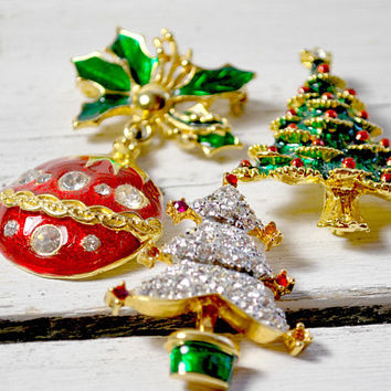 Christmas Enamel Brooch , Christmas Tree , Red and Green Christmas Ball , Holiday Jewelry , Gift For Her