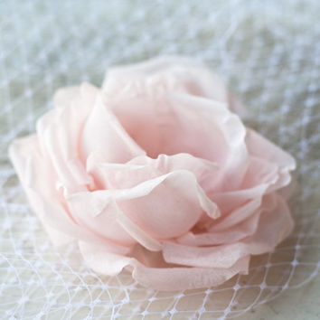 Blush rose, Wedding head piece, Pink bridal flower with Bridal birdcage veil, Wedding hair accessory, White Veil, Bridal Flower Rose.
