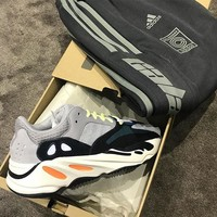 Adidas Yeezy Boost 700 retro trend men and women running shoes old shoes grey