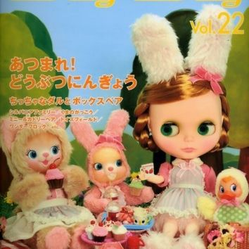 Dolly Dolly Vol.22 -  Japanese Sewing Pattern for Doll Clothes & Costumes, Blythe, Momoko, Misaki, etc - Kawaii Easy Sewing Tutorial  B786