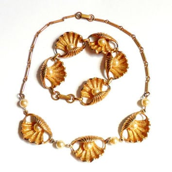 Seashell Faux Pearl Necklace and Bracelet Set Vintage Demi Parure Sea Shell Link Gold Tone Nautical Oyster Clam Venus