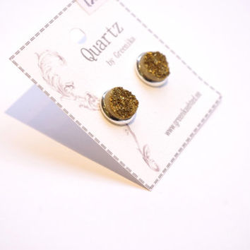 Druzy Quartz Stud earrings. Small super sparkly golden stone summer post earrings.