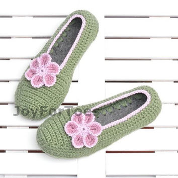 Crocheted house slippers Crochet Slippers Pale Green Daisy Custom Order Flower Slippers for the home Woman