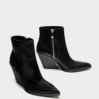 ANKLE BOOTS WITH THICK SOLE DETAILS