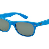 Look who's looking at this new Ray-Ban New Wayfarer Color Splash