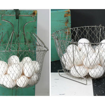 Vintage Wire Egg Basket . Clever Collapsible Design . Farmhouse Kitchen . Hanging or Countertop . Fruit Vegetable Storage