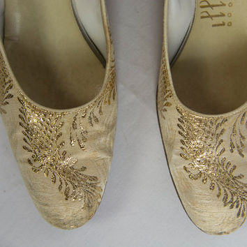 Black Friday Sale *** Vintage 60s Gold Brocade Heels Sz 7 Shoes Pumps
