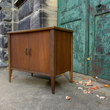 Mid-century Modern Walnut Cabinet,Danish Modern Media Console,Vintage Record Player Stand,Retro Television Side Table,Record Storage Console