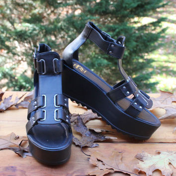 Cute Fahrenheit Platform Sandals 7.5 size Angela Black Strappy Womens Wedge Shoes