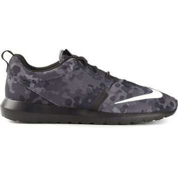 Nike 'Rosherun NM FB' sneakers