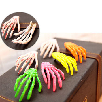 4pcs Lot Zombie Skull Skeleton Hand Bone Claw Hairpins Hair Clips Halloween Party (Random Color)