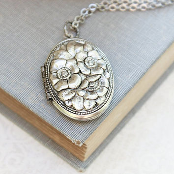 Silver Locket Necklace Antique Silver Floral Locket Pendant Vintage Style Photo Locket Keepsake Jewellery Dogwood Flowers Long Chain